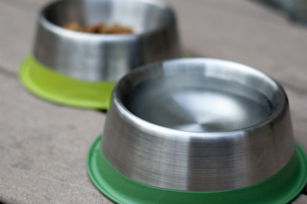 Feeding accessories and bowls